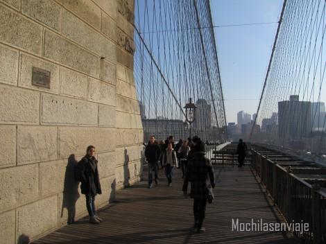 Un poco de sol cruzando el Brooklyn Bridge.