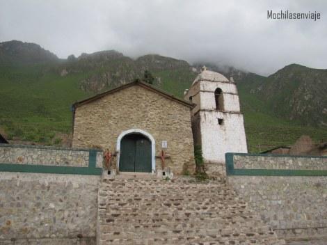 Encontramos esta capilla, perdida en el mapa.