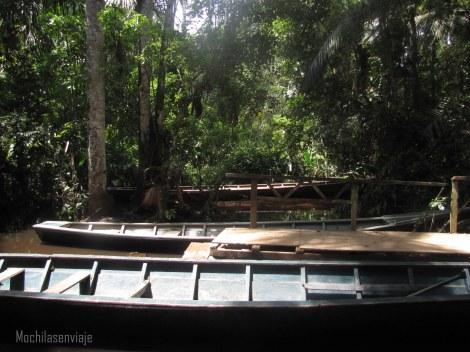 Canoa que usamos para movernos en el lago