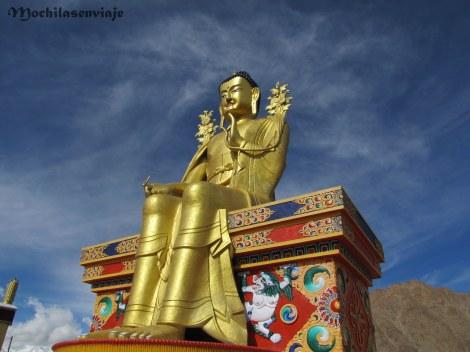 Buda dorado, se veía desde lo lejos.