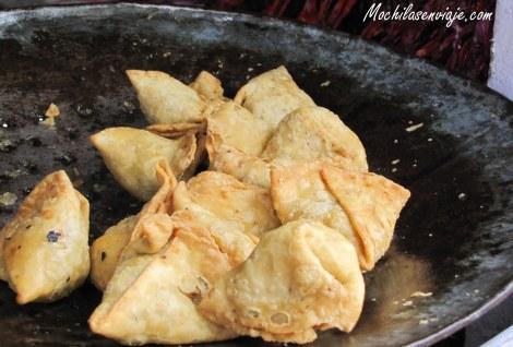 Samosas - Masa frita rellena de papa y muchos condimentos