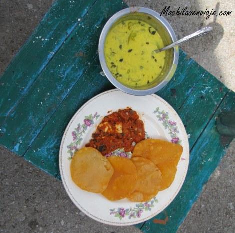 Curry de verduras , Masala Panner y  Puri de tomate