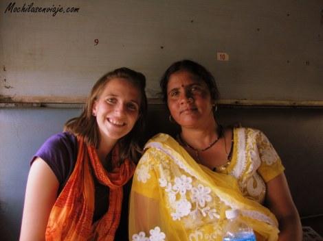 En un tren a Jammu. Anita y Ludmila.
