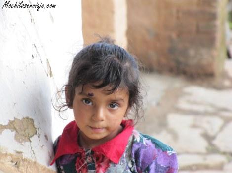 En Dharamkot. Niña que no paraba de posar para las fotos.