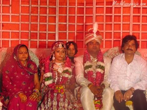 La pareja con los padres de la novia.