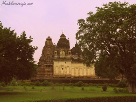 Los templos vistos desde lejos