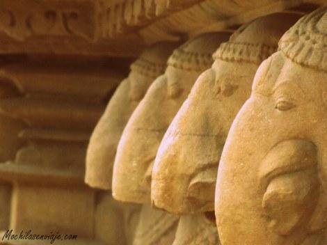 Elefantes tallados en la pared