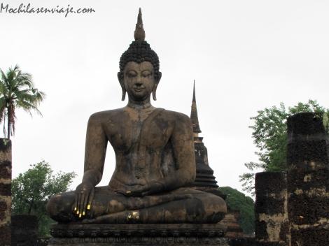 Buda con uñas pintadas