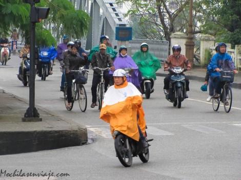 Motos en Hue (lluvia)